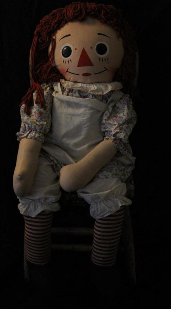 ¿Cómo fue poseída la muñeca anabelle_