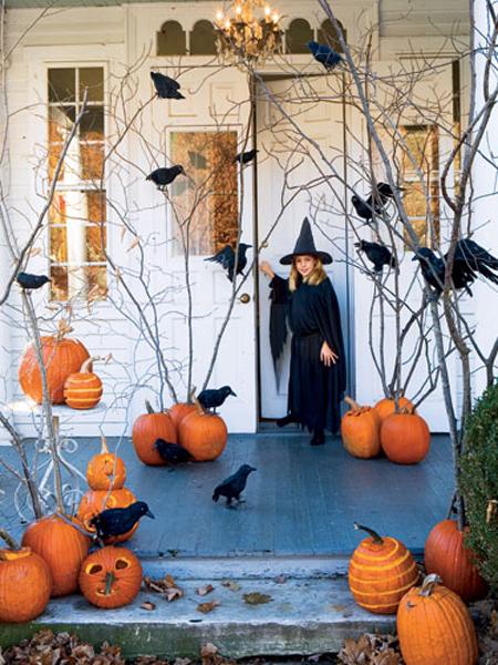 Puerta decorada en Halloween
