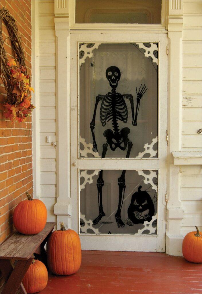 esqueleto en puertas